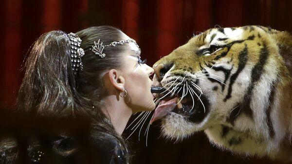 Дрессировщица Кармен Зандер во время выступления на Международном цирковом фестивале в Монте-Карло