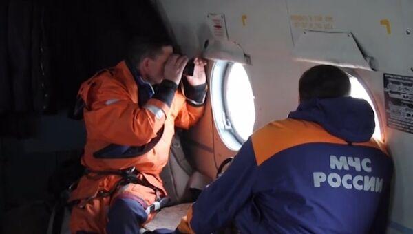 Спасатели ведут поиск пропавшего в Японском море судна Восток. Съемка МЧС