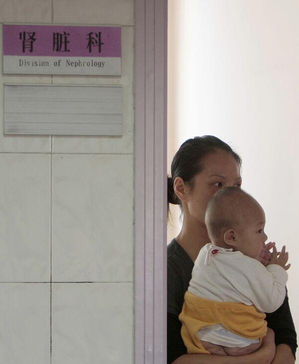 Отравление детей некачественным молоком в Китае