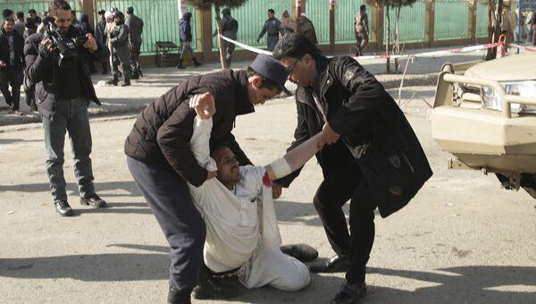 Пострадавший от взрыва в Кабуле, Афганистан. 27 января 2018