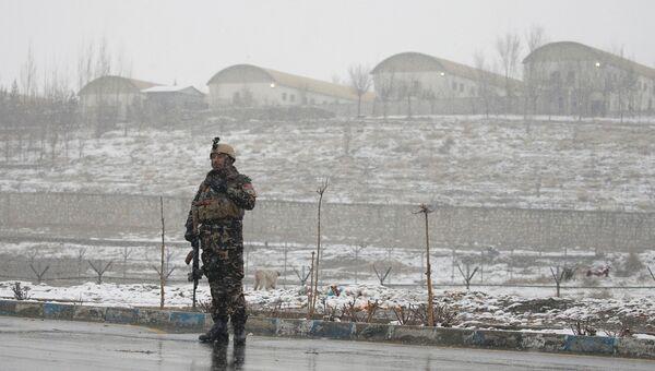 Сотрудники афганской службы безопасности возле военной академии в Кабуле, где произошел взрыв. 29 января 2018