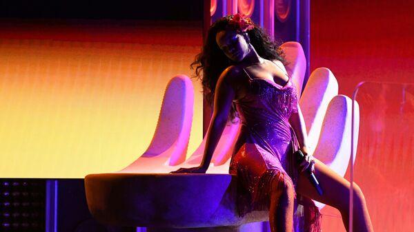 Певица Рианна во время выступления на 60-й церемонии Грэмми. 28 января 2018 года