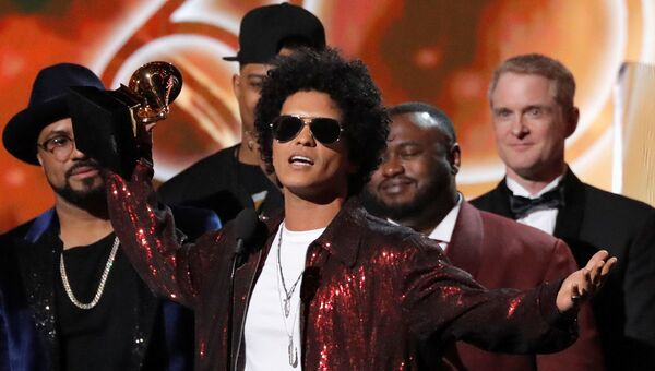 Американский певец Бруно Марс на 60-й церемонии Грэмми