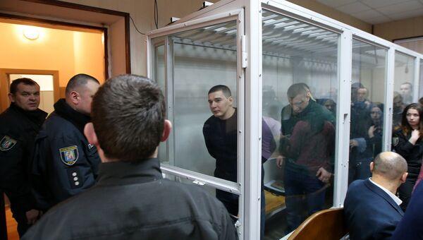 Пятеро бывших бойцов спецподразделения МВД Беркут, обвиняемых в расстрелах на майдане в феврале 2014 года, в Святошинском районном суде Киева. 30 января 2014