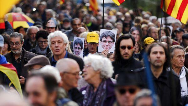 Участники акции протеста в Барселоне, Испания. Архивное фото