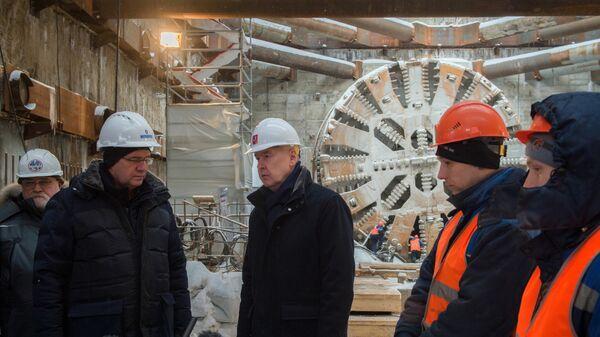 Мэр Москвы Сергей Собянин во время осмотра хода строительства станции Юго-Восточная Кожуховской линии Московского метрополитена. 5 февраля 2018