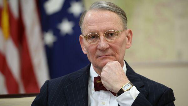 Генеральный консул США в Екатеринбурге Пол М. Картер во время интервью