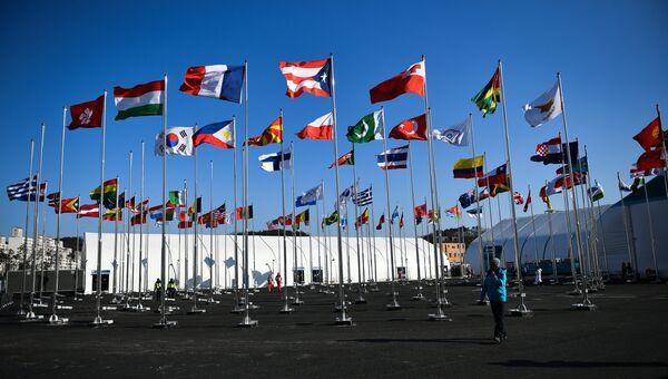 Флаги стран-участниц в Олимпийской деревне в Канныне