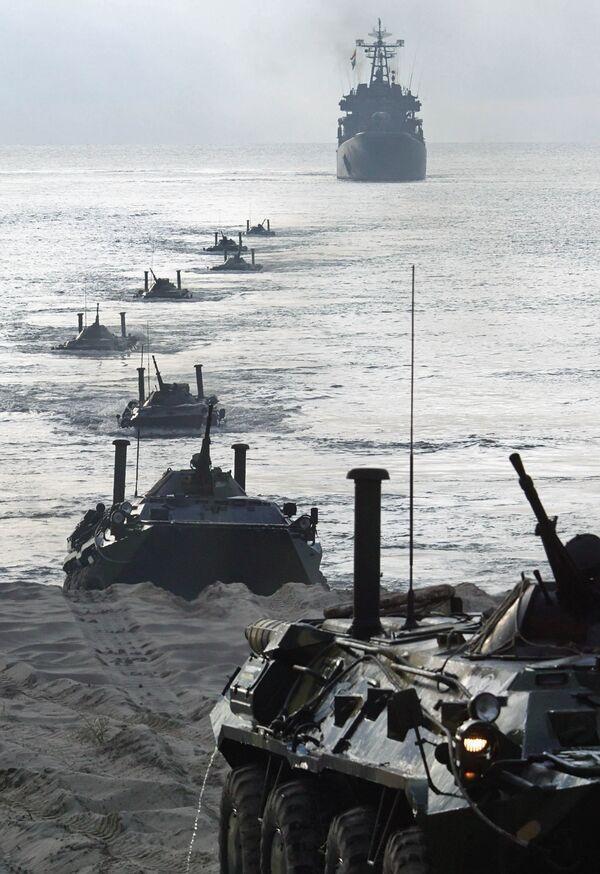 Учения по высадке морского и воздушного десанта на побережье Балтийского моря