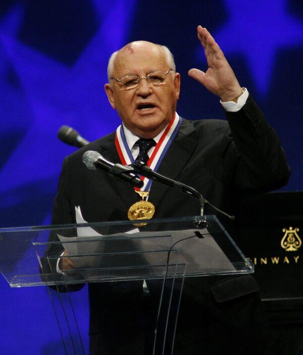 Михаил Горбачев получил медаль Свободы на торжественной церемонии в Национальном конституционном центре США
