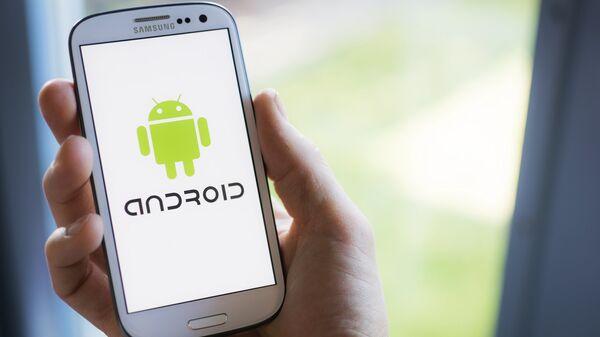 Операционная система Android мобильного телефона. Архивное фото