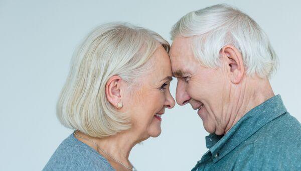 Пара старшего возраста