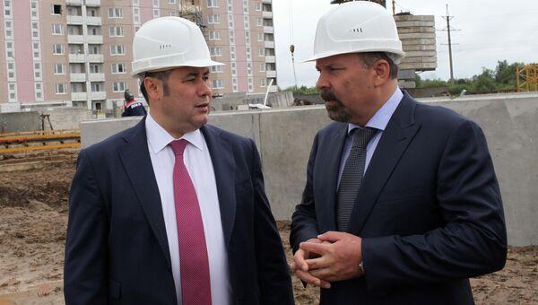 Игорь Руденя и Михаил Мень на стройплощадке полтора года назад