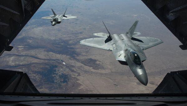 Американские истребители F-22 Raptor над территорией Сирии. Февраль 2018