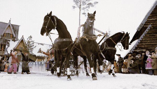 Русская тройка на празднике проводов зимы в Костроме. Архивное фото