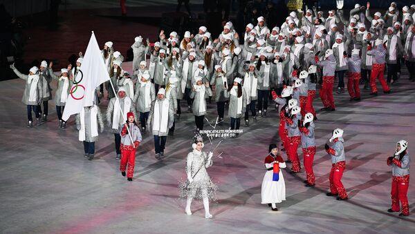 Российские спортсмены во время парада атлетов на церемонии открытия XXIII зимних Олимпийских игр в Пхенчхане
