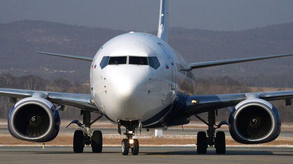 Самолет Boeing 737-800 авиакомпании NordStar в аэропорту Владивостока