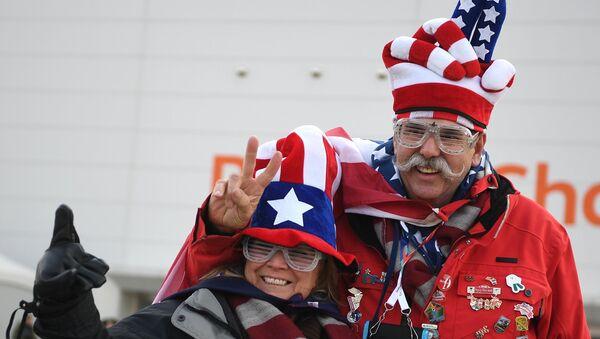 Болельщики возле Олимпийского стадиона в Пхенчхане