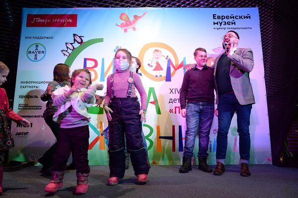 На торжественном открытии выступал популярный певец, а также постоянный участник акций фонда Подари жизнь Влади Блайберг