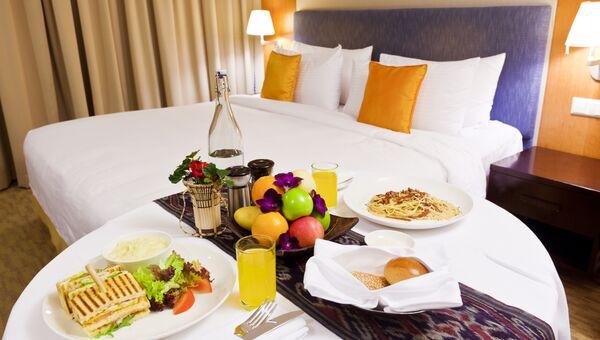 Завтрак в номер в отеле . Архивное фото