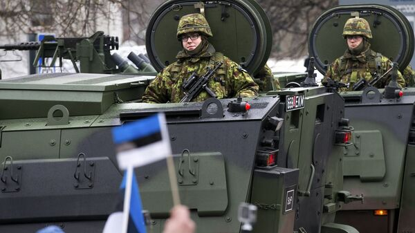 Парад эстонских войск в Нарве в день независимости Эстонии