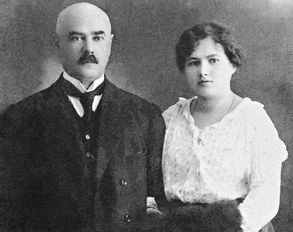 Генерал-лейтенант Антон Деникин и его будущая жена Ксения Чиж. Конец 1917 года