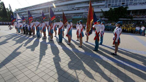 Торжественная линейка во Всероссийском детском центре Орленок, который отмечает 50-летие
