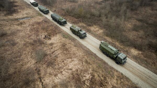 Оперативно-тактические ракетные комплексы (ОТРК) Искандер-М во время тактических учений расчетов по управлению ракетными ударами