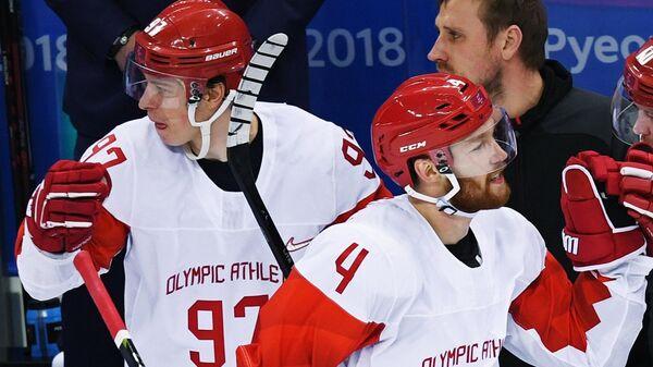 Игроки сборной России радуются заброшенной шайбе в полуфинальном матче Чехия - Россия по хоккею среди мужчин на XXIII зимних Олимпийских играх. 23 февраля 2018