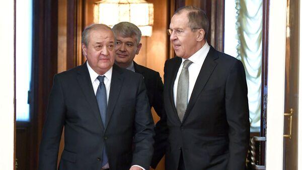 Министр иностранных дел России Сергей Лавров во время встречи с министром иностранных дел Узбекистана Абдулазизом Камиловым. 23 февраля 2018