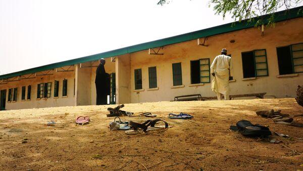 Здание школы в нигерийском штате Йобе, откуда были похищены 110 учениц. Архивное фото