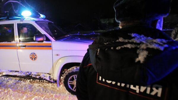 Сотрудники полиции и МЧС