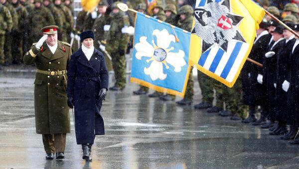 Командующий Силами обороны Эстонии Рихо Террас и президент Эстонии Керсти Кальюлайд на параде в честь празднования 100-летия со дня провозглашения независимости Эстонии. 24 февраля 2018