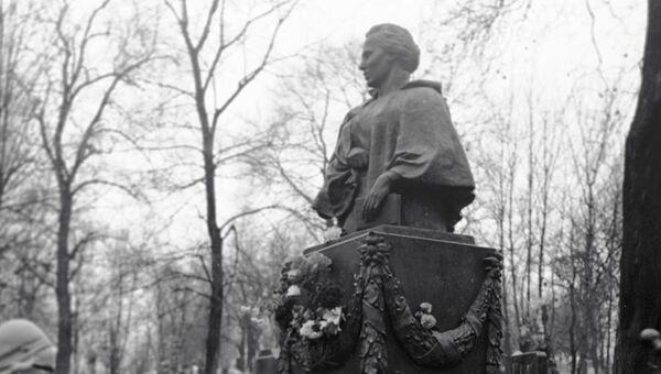 Могила Леси Украинки на Байковом кладбище. Архивное фото