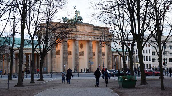 Брандербургские ворота в центре Берлина в районе Митте