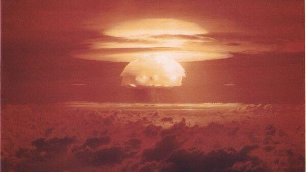 Облако, образовавшееся после взрыва Кастл Браво на атолле Бикини. 1 марта 1954