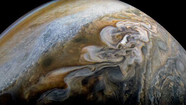 Снимок облаков на Юпитере с зондом Juno