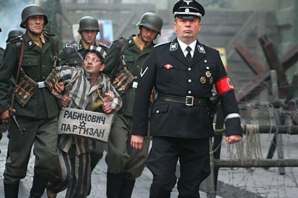 Кадры из шпионской комедии Марюса Вайсберга Гитлер капут!