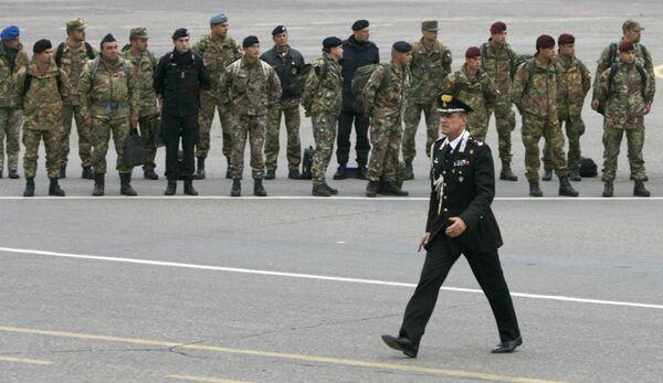 Представители Наблюдательной комиссии Европейского союза в аэропроту Тбилиси