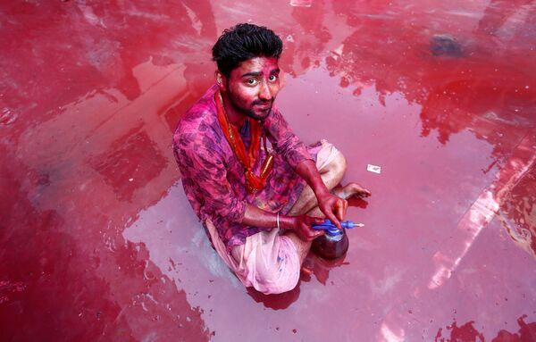 Фестиваль красок Холи в деревне Нандгаон