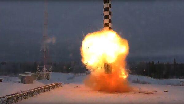 Демонстрация испытаний ракетного комплекса стратегического назначения Сармат во время послания президента РФ Владимира Путина Федеральному собранию