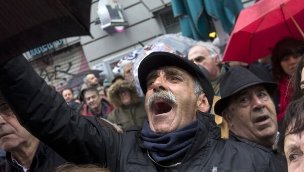 Пенсионеры на акции протеста в Мадриде, требующие увеличить пенсии, Испания. 1 марта 2018