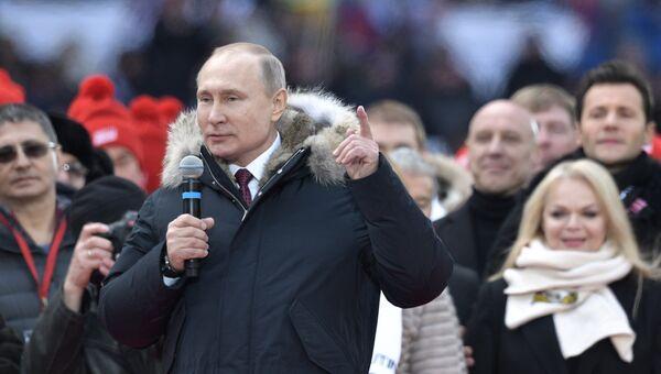 Кандидат в президенты РФ Владимир Путин со своими доверенными лицами на митинге За сильную Россию! в СК Лужники. 3 марта 2018