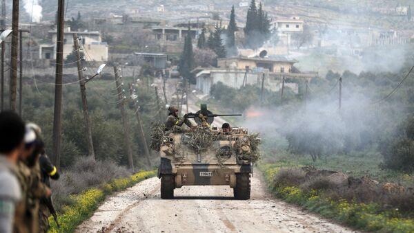 Бойцы поддерживаемой Турцией  Свободной армии Сирии, стреляют из танков в Раджо, Сирия. 3 марта 2018
