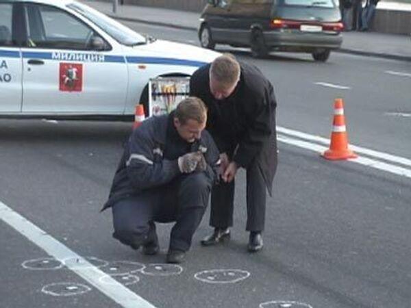 Оперативники и следователи на месте убийства экс-депутата Госдумы