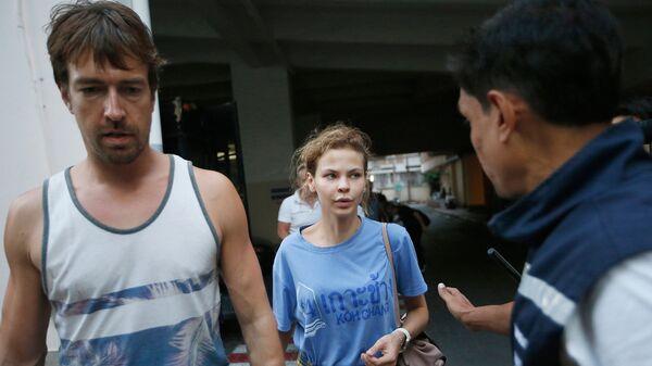 Анастасия Вашукевич и Александр Кириллов в иммиграционном центре в Бангкоке