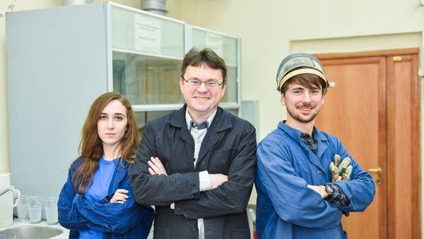 Профессор Александр Громов и сотрудники кафедры цветных металлов и золота НИТУ МИСиС