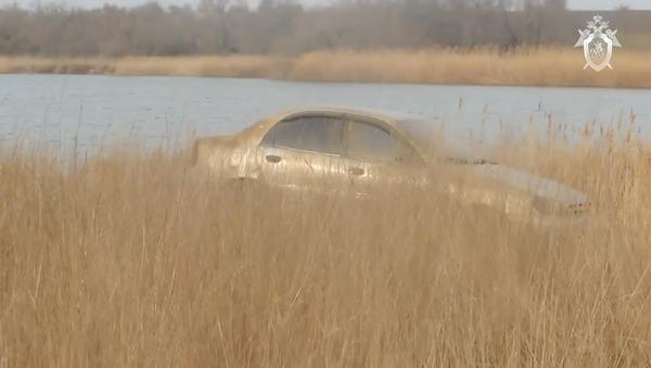 Автомобиль семьи Ларьковых  марки Шевроле Ланос, поднятый со дна залива в Керчи