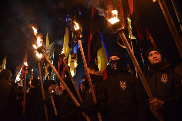 Участники факельного шествия активистов праворадикальных организаций, приуроченного ко дню гибели главнокомандующего УПА Романа Шухевича 5 марта 1950 года