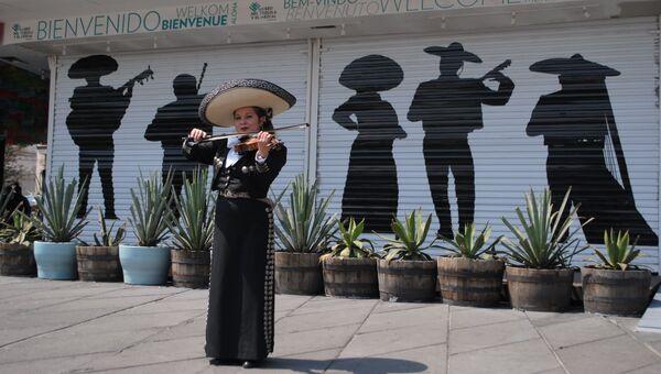 Марьячи на площади Гарибальди в Мехико